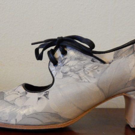 Zapato de flamenco Semiprofesional Cordones floreado 38 lado