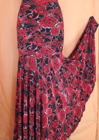 F005A Falda Plato flores rojas abierta